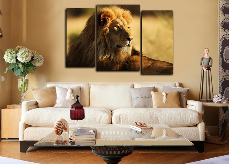 Лев на модульной картине в гостиной