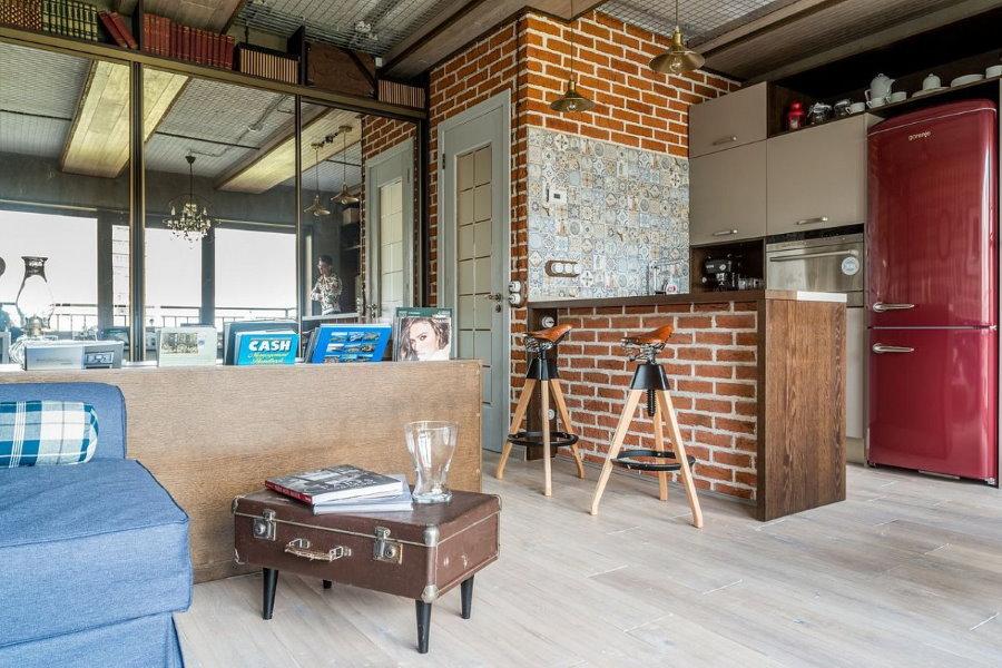 Барная стойка из кирпича в лофтной квартире-студии