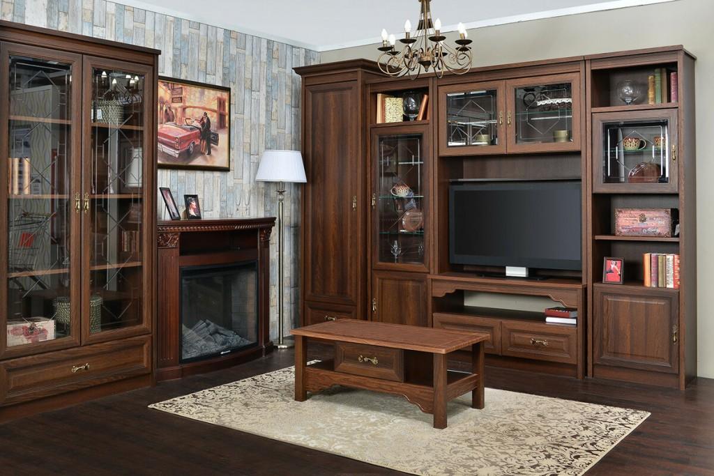 Деревянная отделка камина в гостиной комнате
