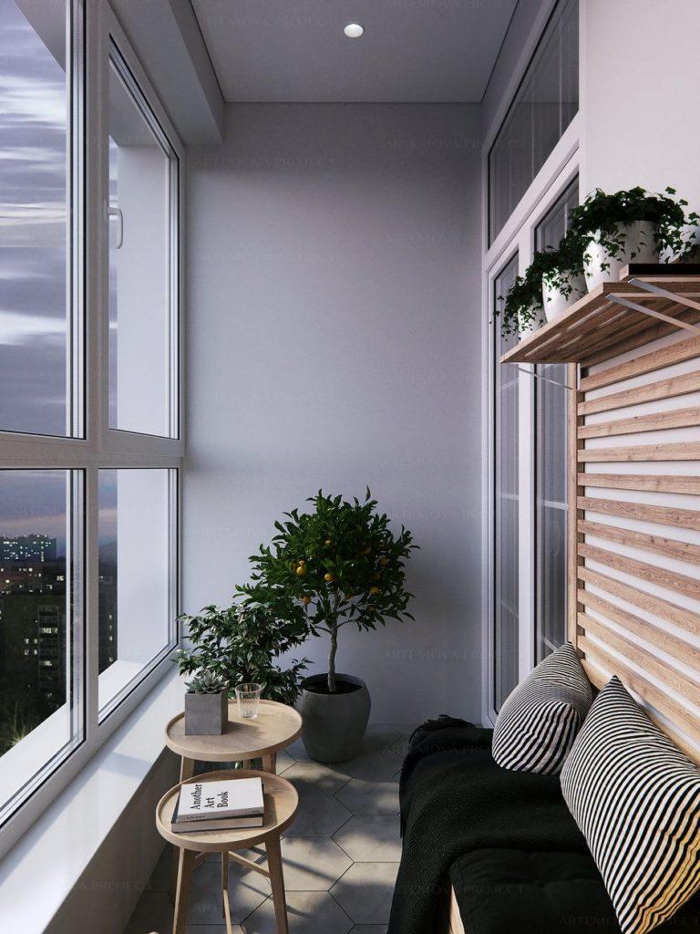Небольшой диванчик на балконе с серой отделкой