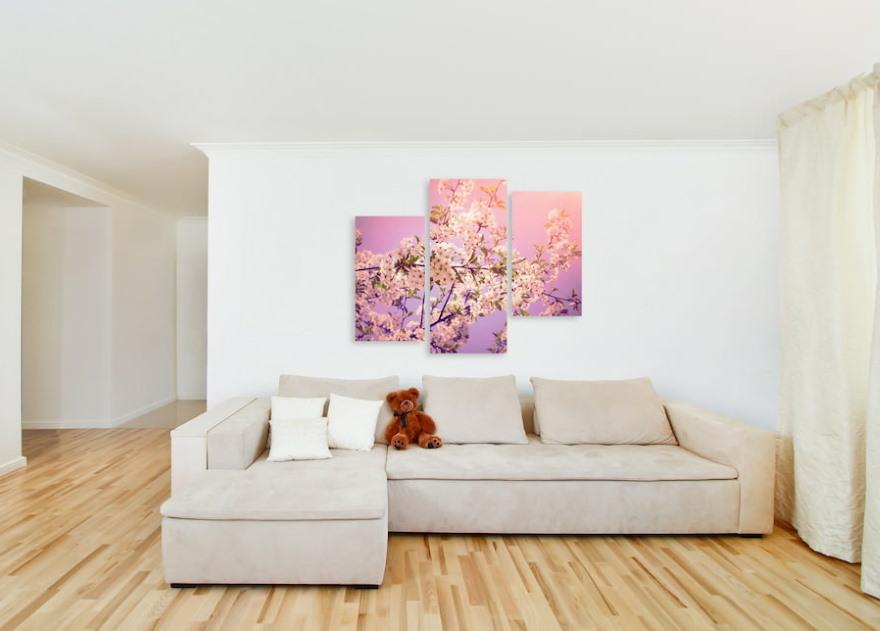 Яркие модульные картины в гостиной современного стиля