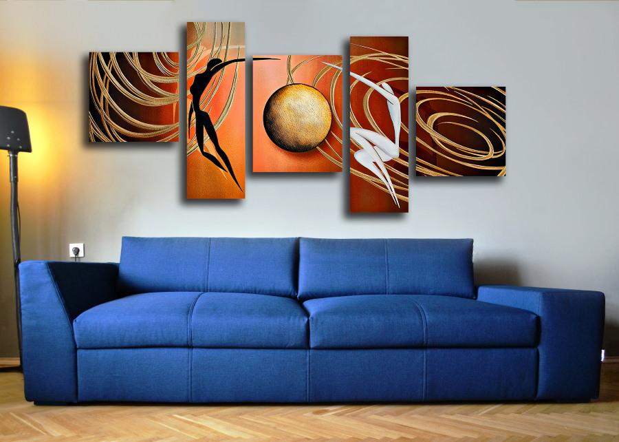 Полиптих над синим диваном раскладного типа