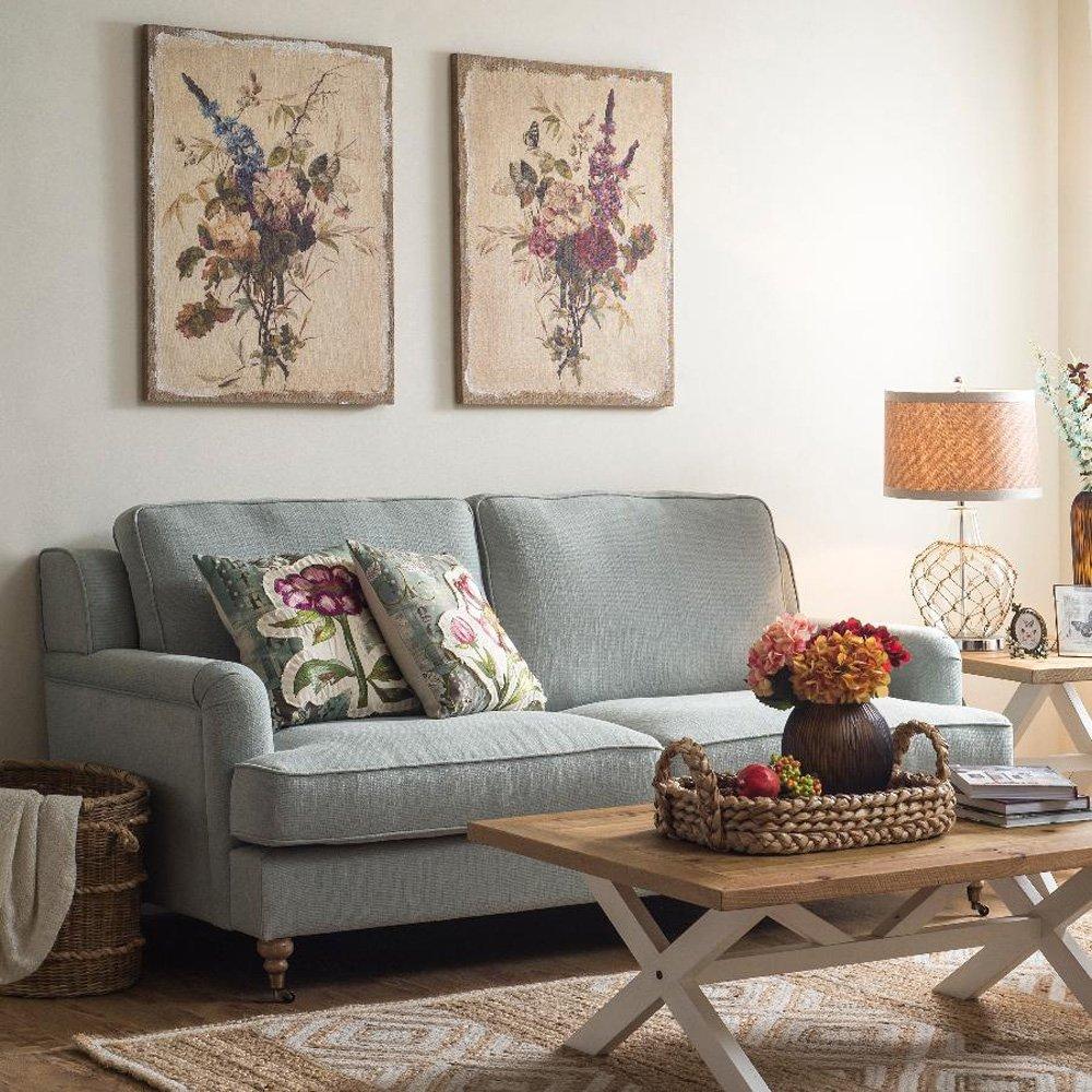 Диптих с растениями в гостиной деревенского стиля