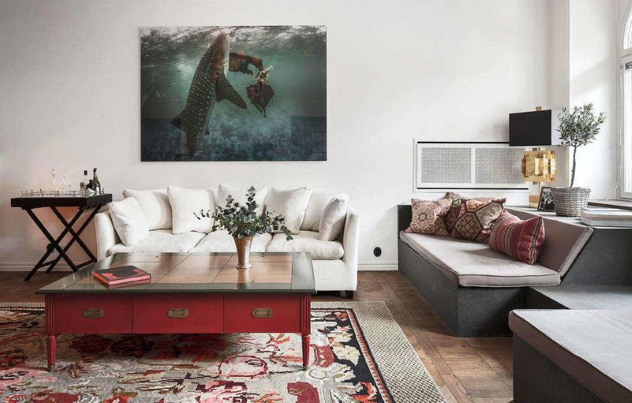 32586 Оформление интерьера современной гостиной комнаты с помощью картин