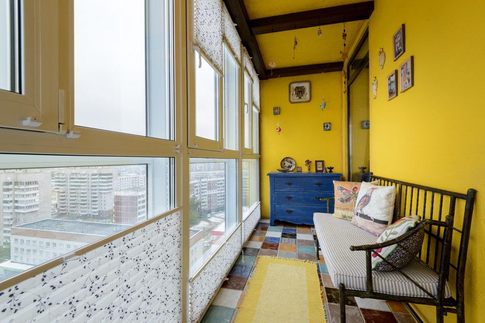 Покраска стен лоджии с панорамными окнами