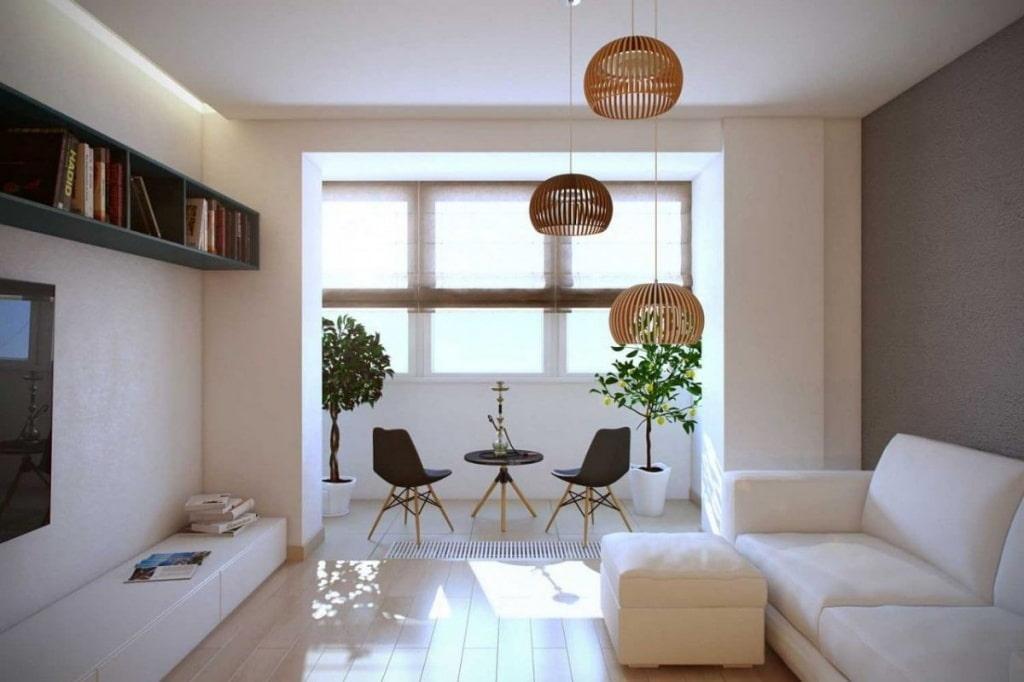 Интерьер гостиной комнаты с местом для отдыха на балконе