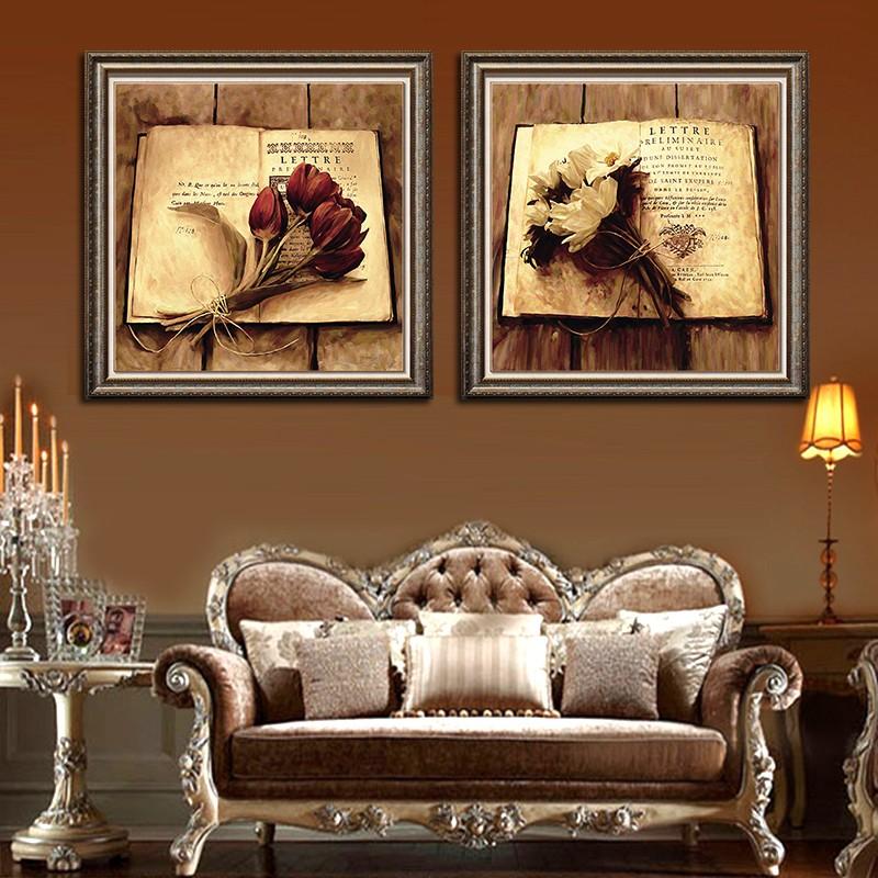 Модульные картины в гостиной комнате стиля классика