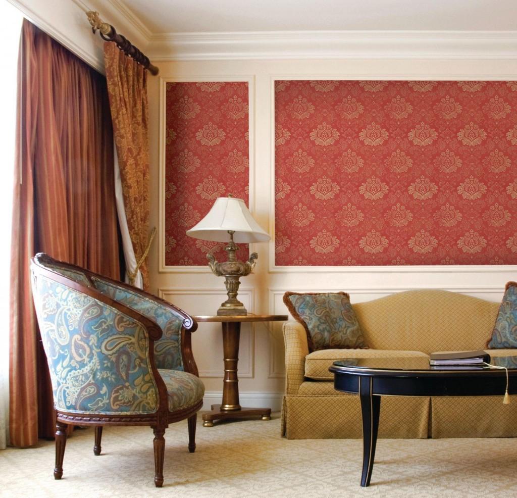 Фото гостиной комнаты с текстильными обоями