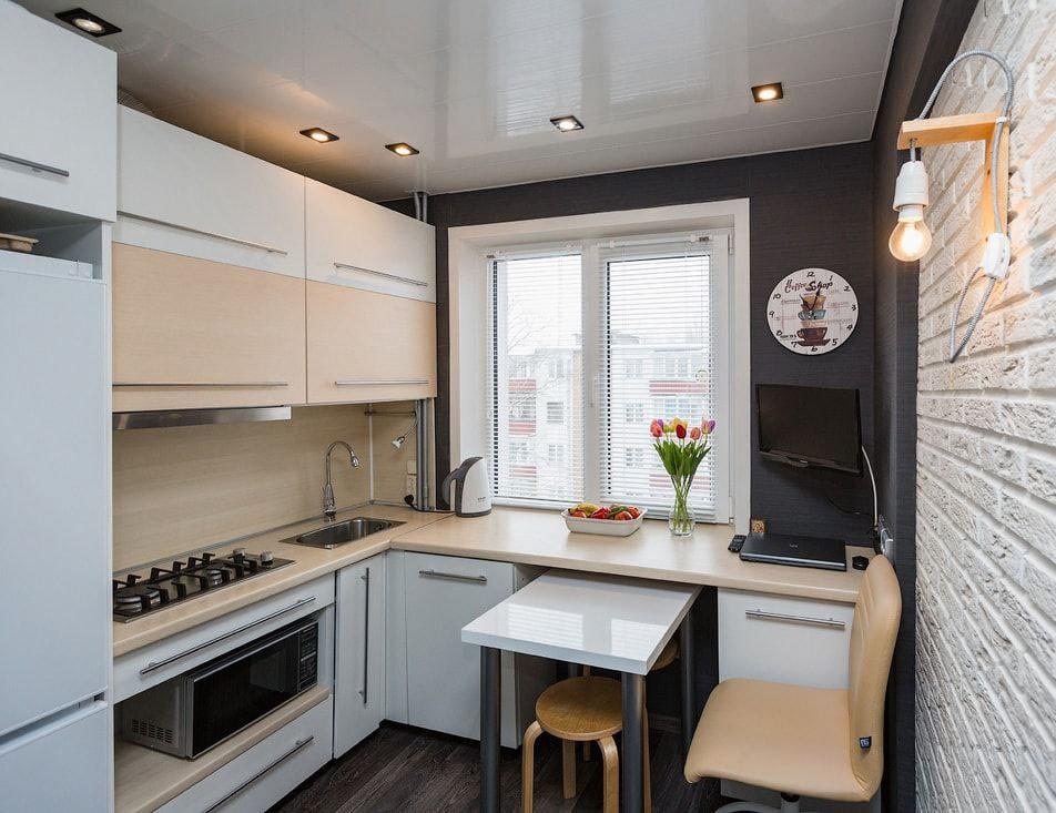 угловая кухня до потолка