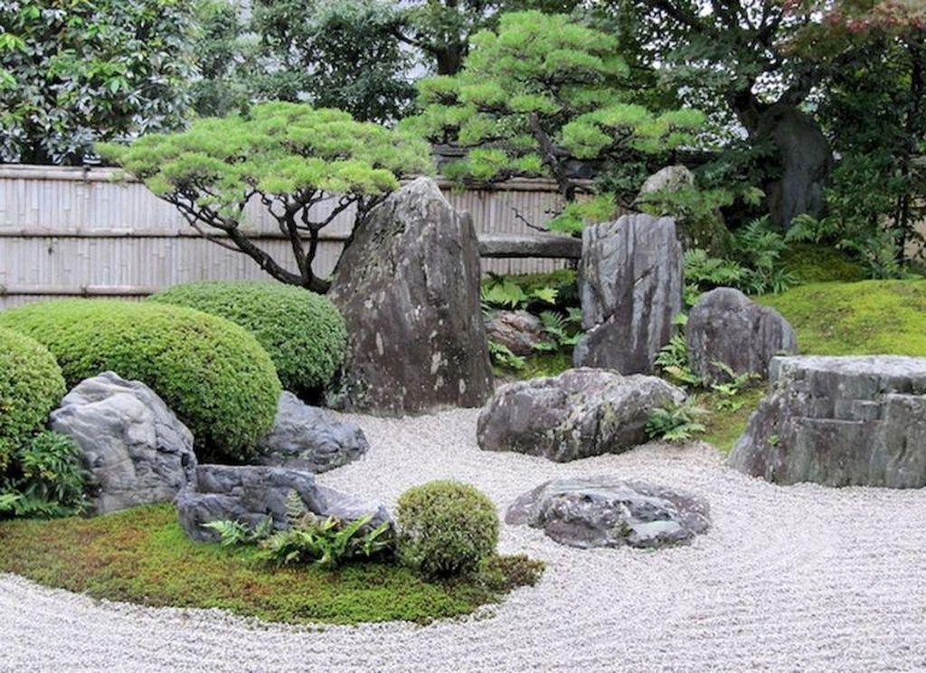 Сад камней в традиционном японском стиле