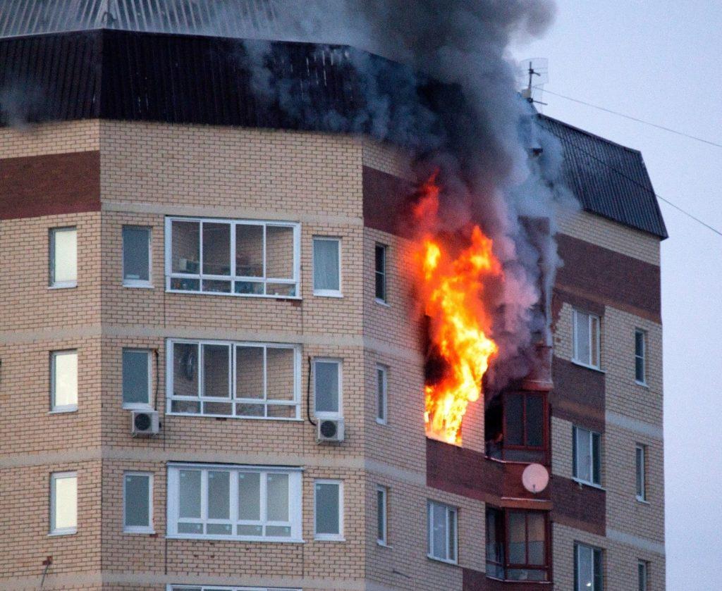 Причины возникновения пожара в квартире, и что необходимо предпринять, если случилась чрезвычайная ситуация