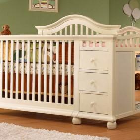 детская кровать с пеленальным столиком оформление фото