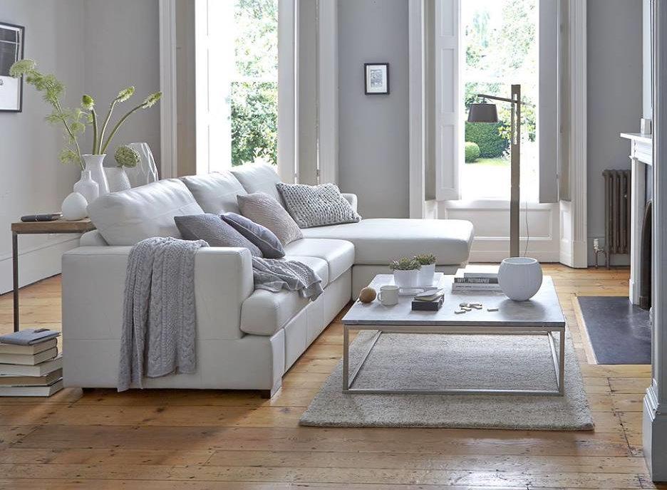 Выбор мягкой мебели под цвет стен в зале