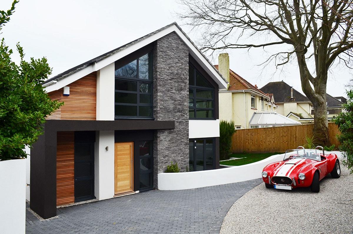 фасад дома камень и дерево