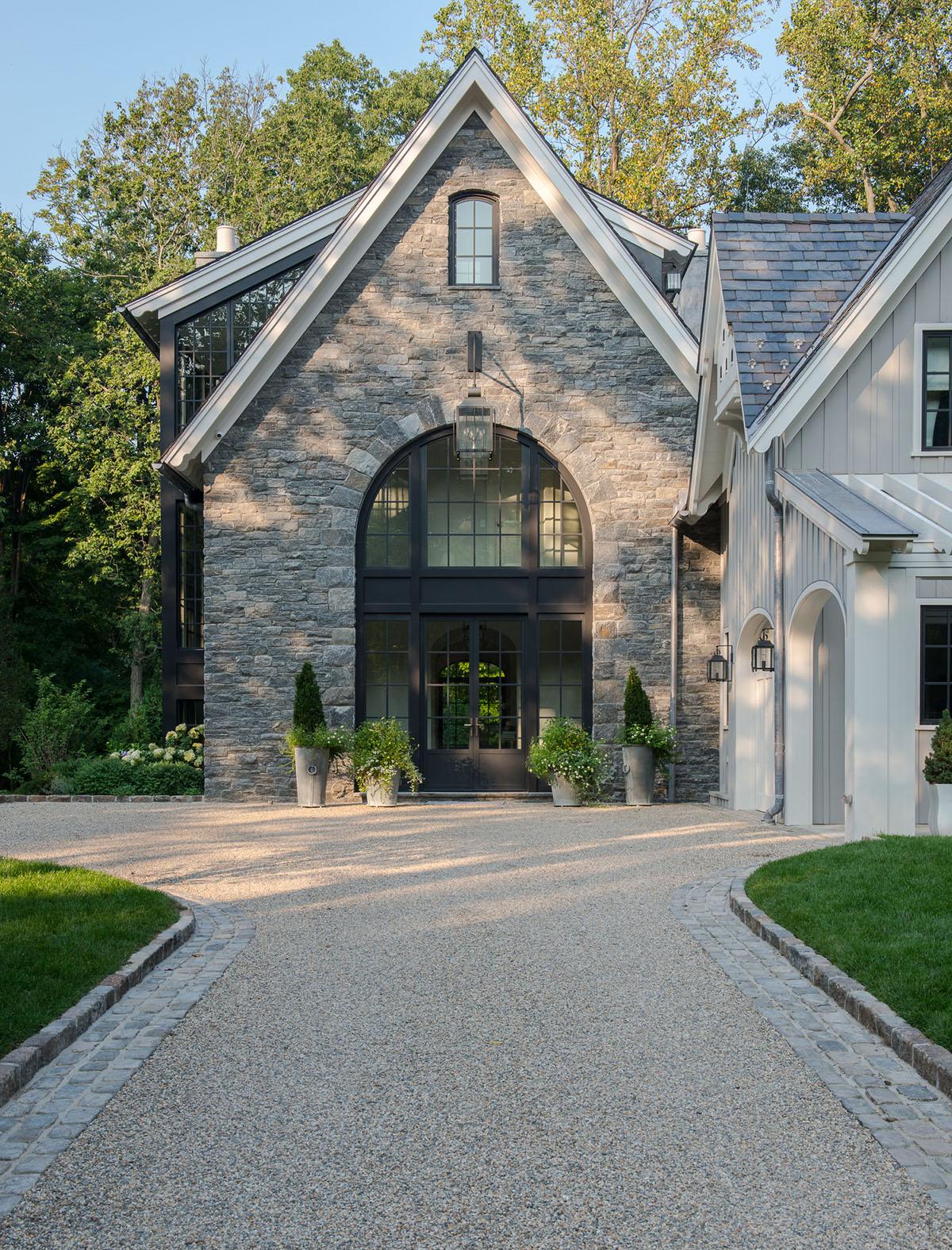 фасад дома серый
