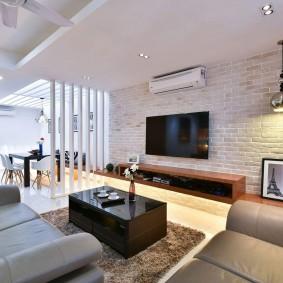 Двухуровневый потолок в гостиной частного дома