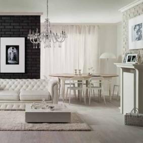 Классический диван в светлой гостиной