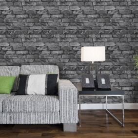 Полосатая обивка дивана серого цвета