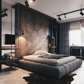 Поворотные споты на потолке спальной комнаты