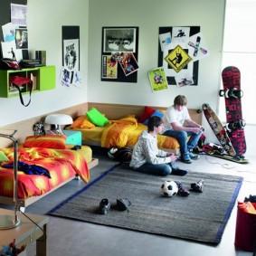 Просторная комнаты для двоих юношей