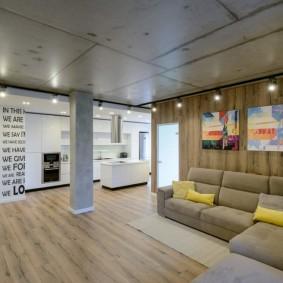 Освещение гостиной комнаты с бетонным потолком