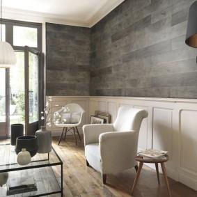 Контрастная отделка стен в гостиной частного дома