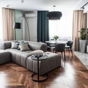 Угловой диван на паркетном полу