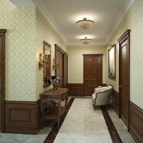 Накладные люстры на потолке коридора