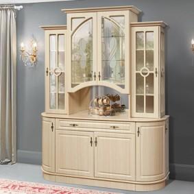Шкаф-витрина для красивой посуды