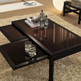 Журнальный столик с выдвижными поверхностями