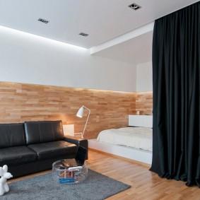 Черная штора на потолке комнаты