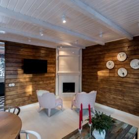 Деревянный потолок белого цвета