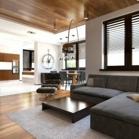 Деревянная отделка потолка комнаты