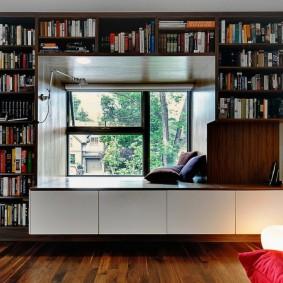 Организация библиотеки в просторной комнате