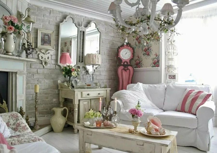 Уютная гостиная в стиле шебби-шик с обоями под кирпич