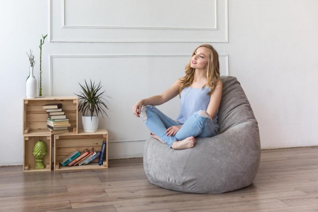 Кресло-мешок в комнате молодой девушки