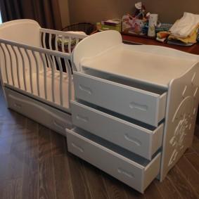 кроватка с пеленальным столиком фото дизайн