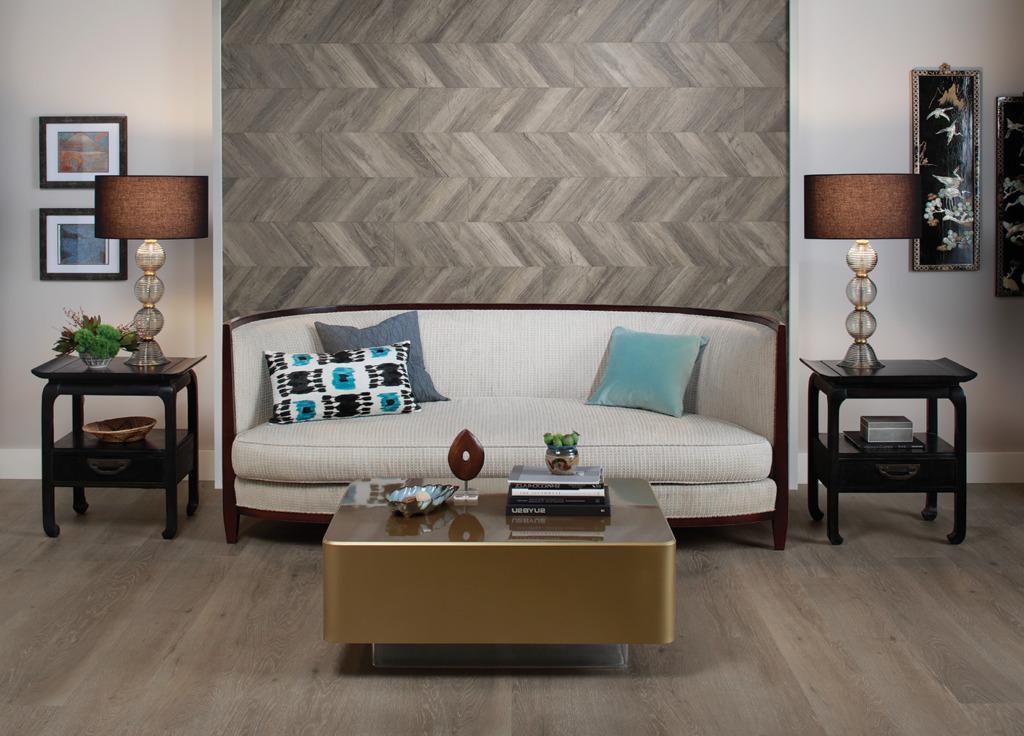 Декор ламинатом стены над диваном в гостиной