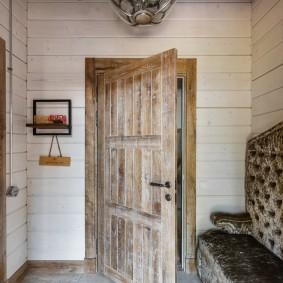 отделка стен прихожей в частном доме декор фото