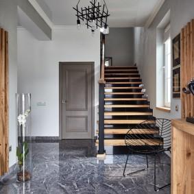 отделка стен прихожей в частном доме интерьер фото