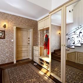 отделка стен прихожей в частном доме дизайн фото
