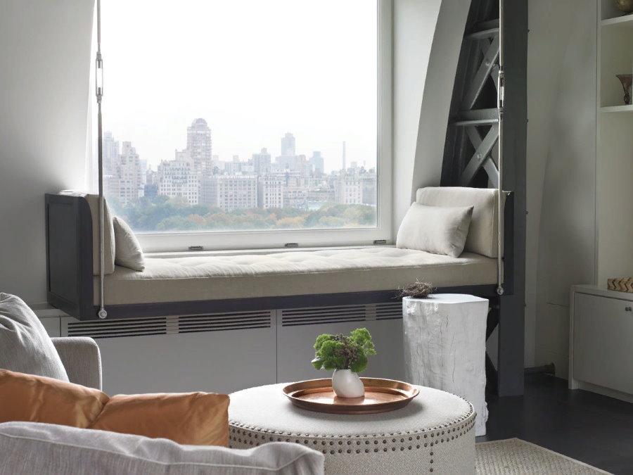 Удобный подвесной диванчик в комнате отдыха