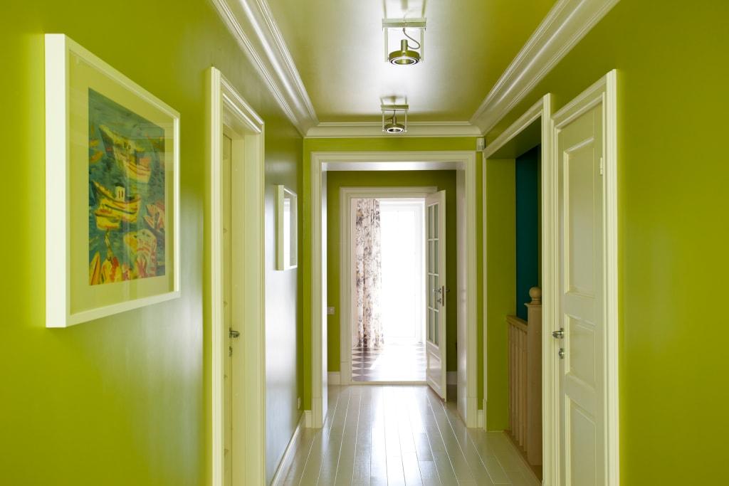 прихожая в частном доме покраска фото