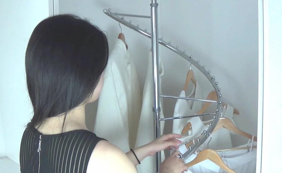 Спиральная вешалка на хромированной стойке