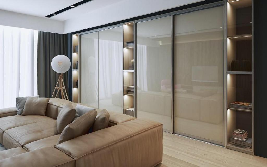 Встроенные шкафы во всю стену гостиной комнаты