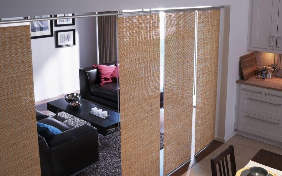 Отделение кухни от гостиной с помощью японских штор