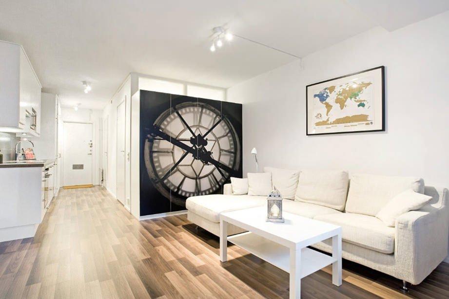 Освещение в однокомнатной квартире с белым потолком