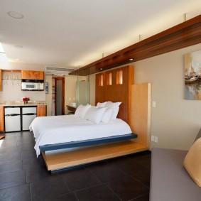 Широкая кровать в современном стиле