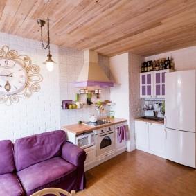 Отделка дерева потолка в квартире
