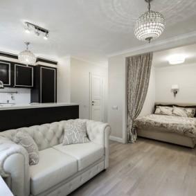 Раскладной диван в квартире молодой семьи